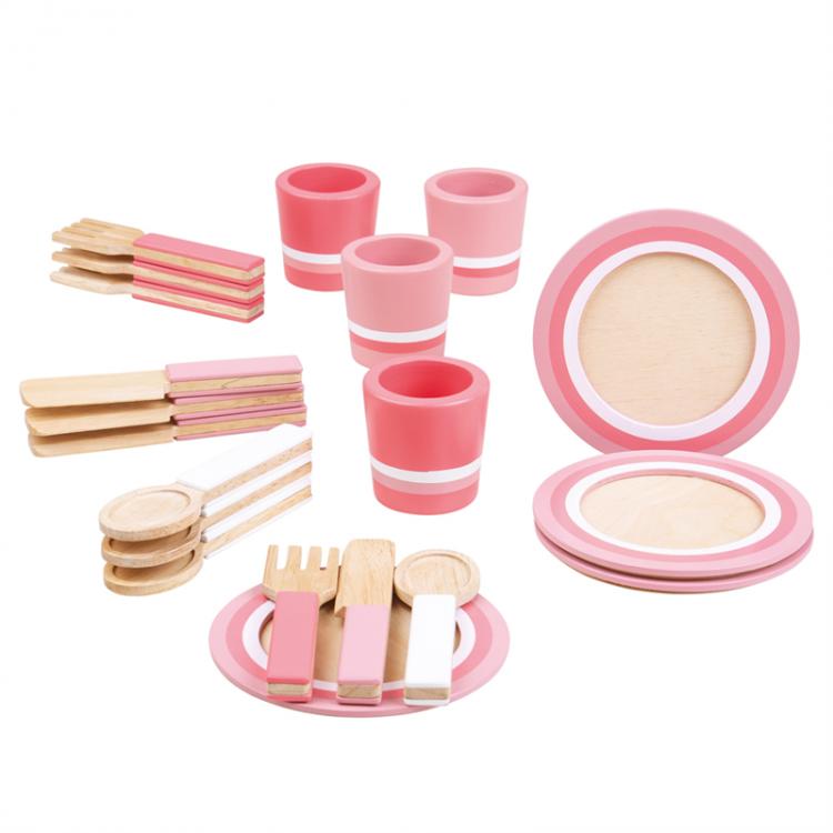 Spiel-Geschirr aus Holz