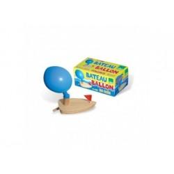 Boot aus Holz mit Luftballon